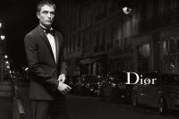 Актер запечатлен в стильных образах на улицах Парижа