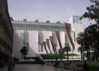 Современная пристройка музея