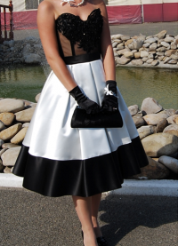 Namještena haljina s punom suknjom 1