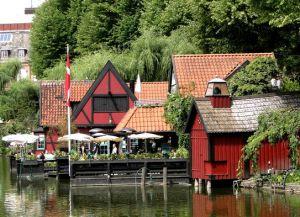 Ресторанчик на берегу пруда
