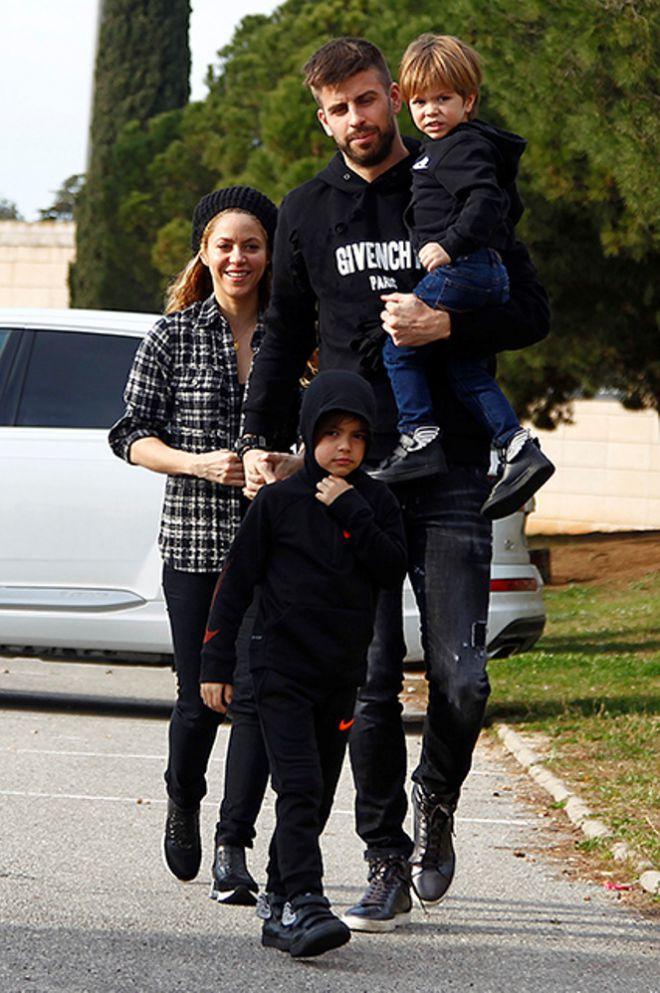 Шакира и Жерар Пике с сыновьями