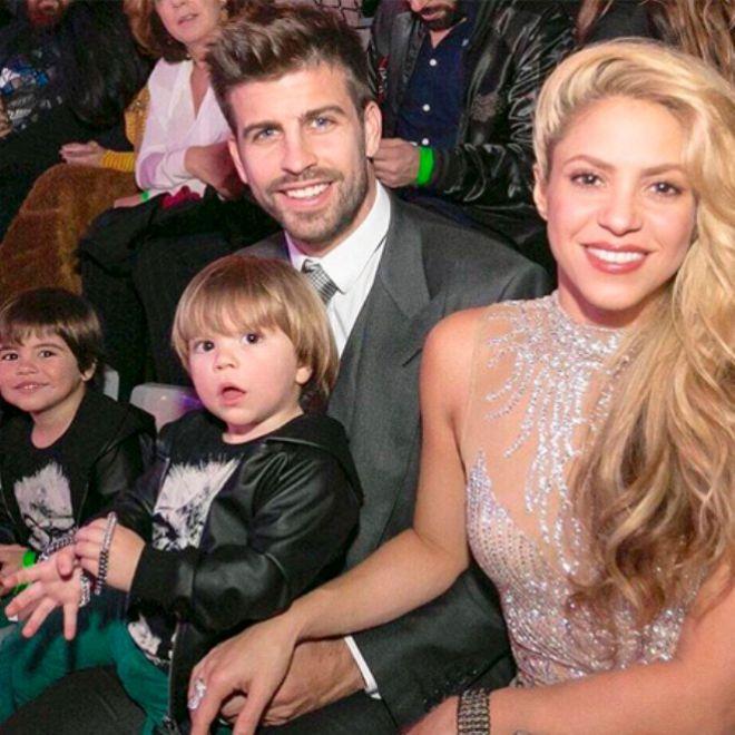 Жерар Пике и Шакира с маленькикми сыновьями