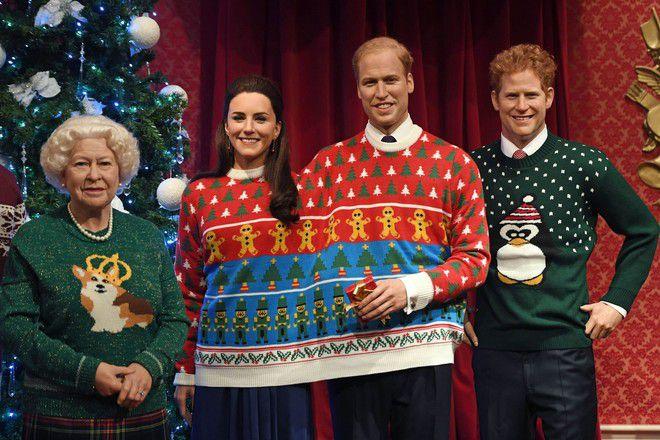 Рождественские фигуры королевской семьи в музее мадам Тюссо в Лондоне