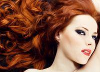 kdo má červené vlasy?