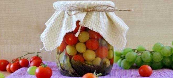 pomidory z winogronami na zimę bez octu