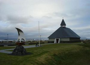 Торлауксхёбн имеет архитектуру, характерную для Исландии