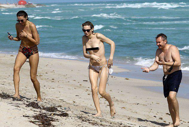 Девушки чуть не спровоцировали на пляже скандал