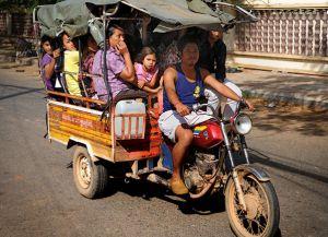 Популярный в Камбодже тук-тук