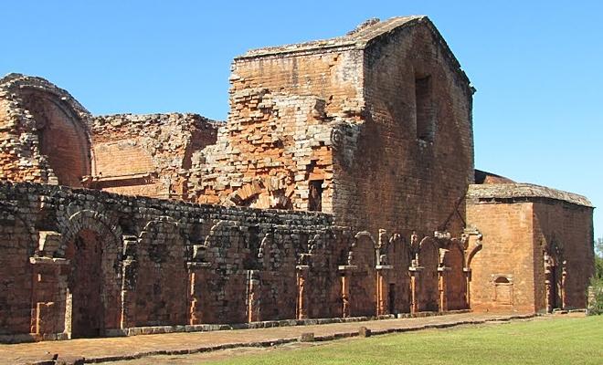 Останки стены древней иезуитской миссии