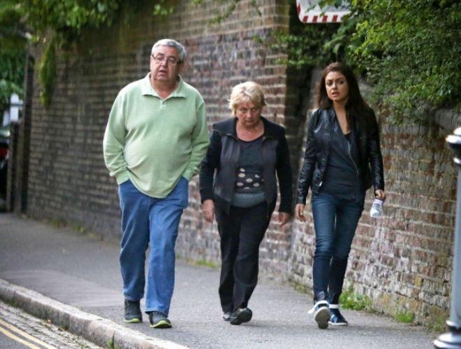 Мила Кунис с родителями