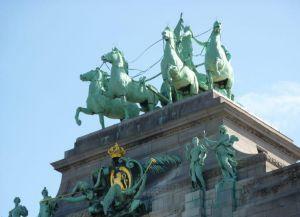 Бронзовая конница сверху на Триумфальной арке