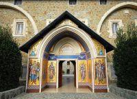 Вход в Монастырь Киккос