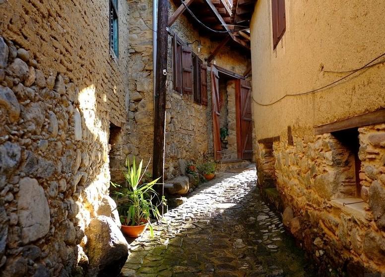 Узкие улочки деревни Какопетрии