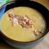 przepis na zupę z pstrąga