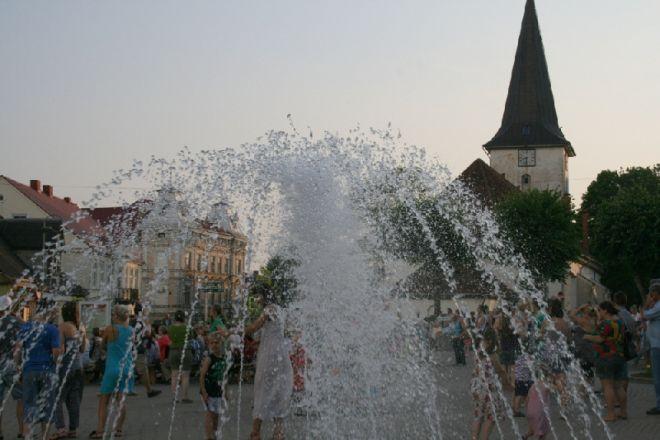 Городской фонтан летом