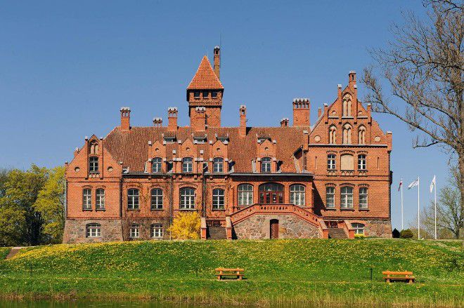 Замок Яунмоку
