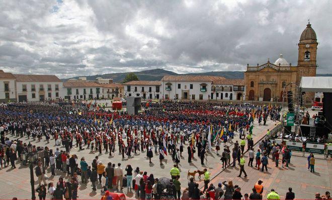 Городской праздник на площади Боливара, Тунха