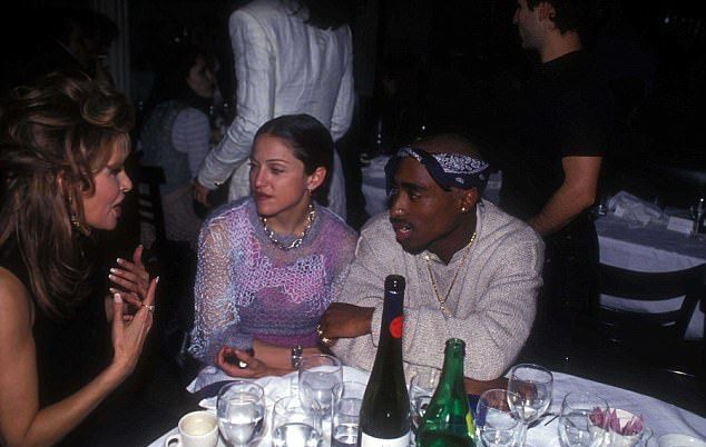 Мадонна и Тупак Шакур (на фото в марте 1993 года)