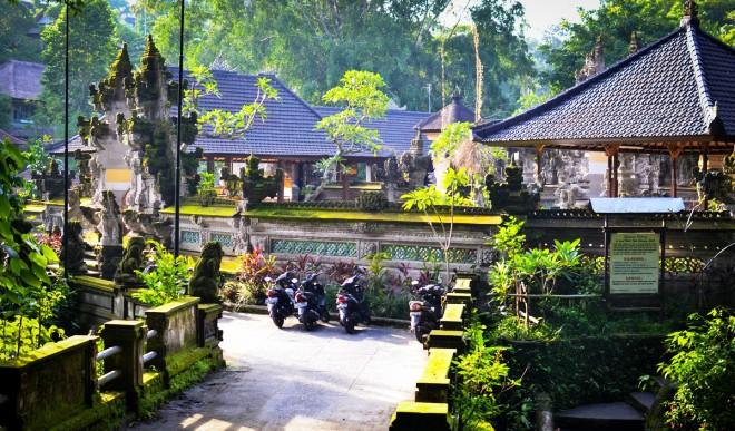 Храм Pura Gunung Lebah
