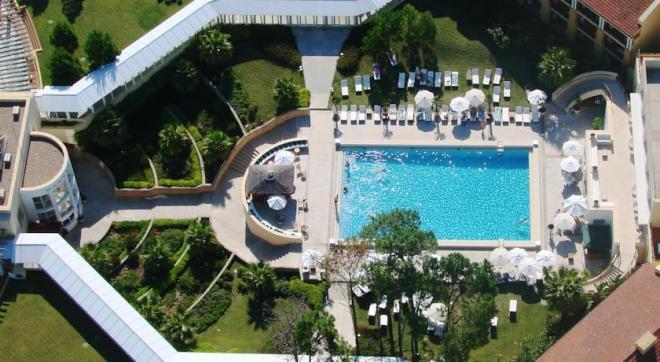 Отель 5 звезд Отель Mantra Resort Spa Casino