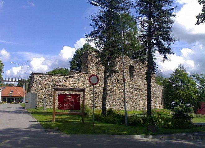 Руины замка Ливонского ордена