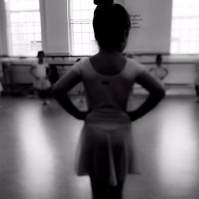 Харпер Бекхэм на уроке хореографии