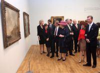 Королева Нидерландов Беатрикс и Георг Люксембургский в день открытия виллы