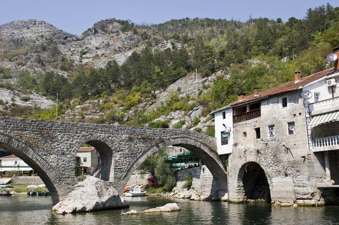 Старинный мост в Вирпазаре