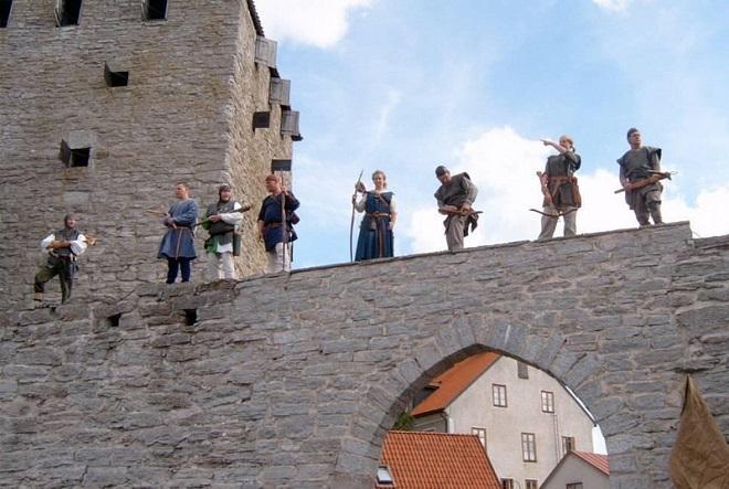 Лучники на фестивале Средневековья