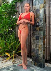 Volochkova w czerwonym kostiumie kąpielowym4