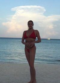 Volochkova w czerwonym kostiumie kąpielowym5