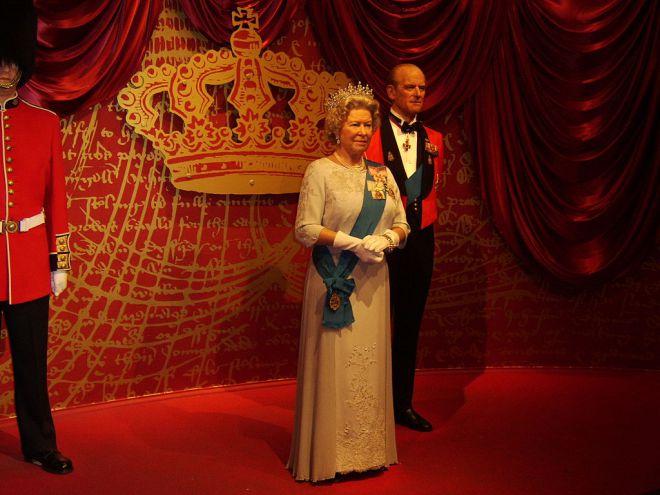 Обычно королева Великобритании выглядела так