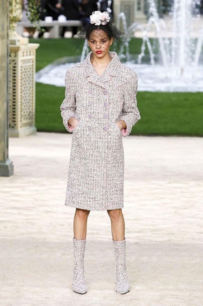 Вот такое пальто вводит в моду Лагерфельд
