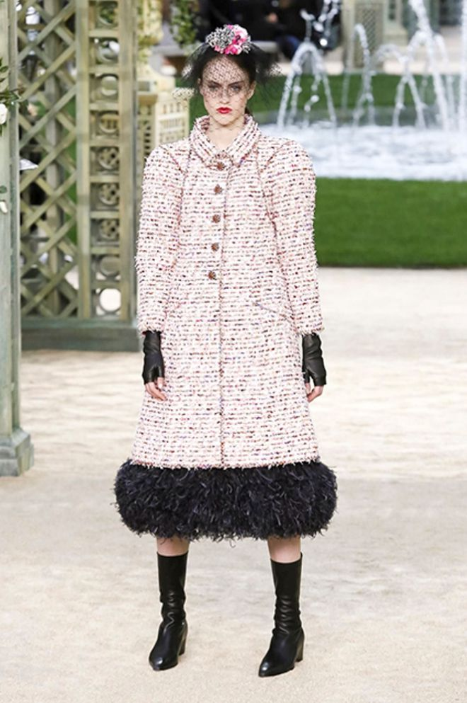 Перья и букле - постоянные элементы коллекций Chanel