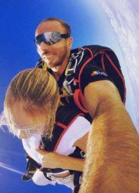 Кэндис Свейнпол прыгнула с парашютом