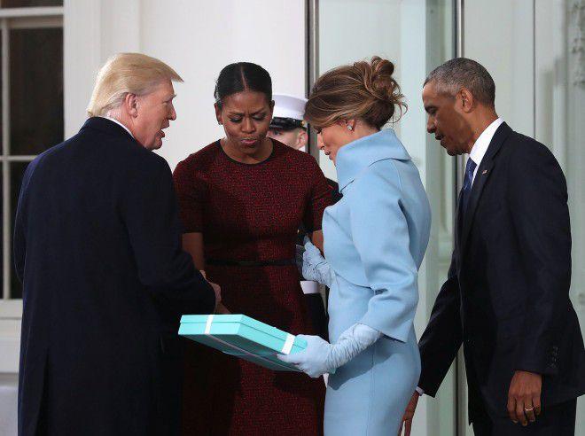 Мишель Обама объяснила, почему так некрасиво приняла подарок от Мелании Трамп на