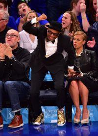 Спайл Ли щеголяет на баскетбольном матче во время Оскара
