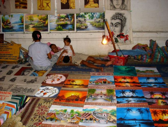 Торговец картинами в Лаосе