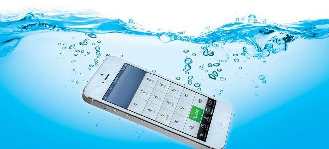 kako posušiti telefon, ki je padel v vodo