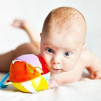 kako poučavati bebu da drži glavu