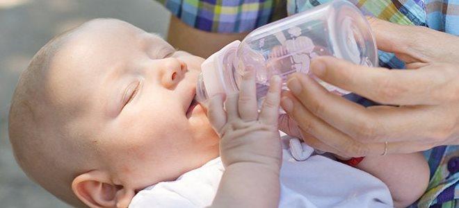 Kiedy podawać wodę noworodkowi