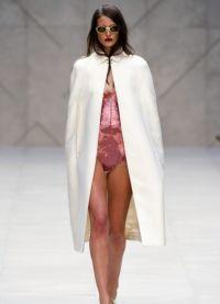 Biały płaszcz 2013 1
