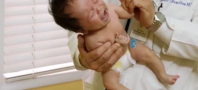Как успокоить плачущего младенца первый