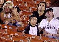 Памела Андерсон и Томми Ли с сыновьями, 2003 год