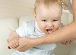 зашто беба угризе