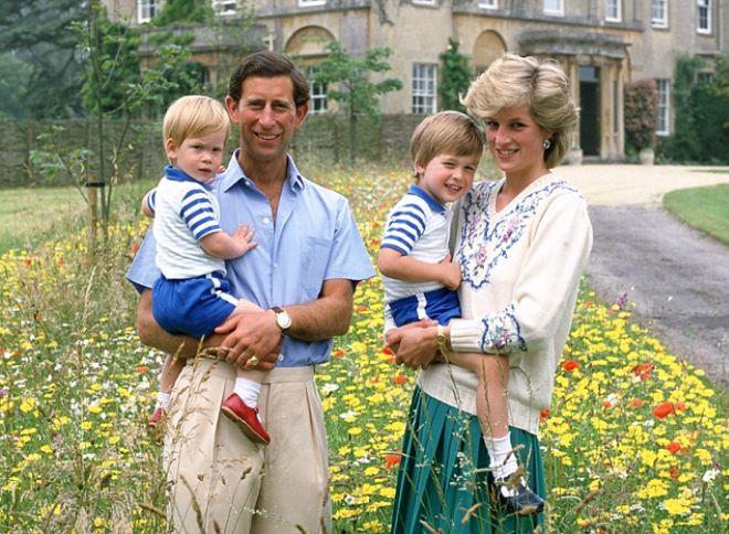 Принц Гарри и принц Уильям с родителями