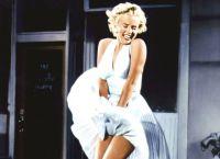 В комедии порыв воздуха  взметает ввысь юбку героини Мэрилин Монро