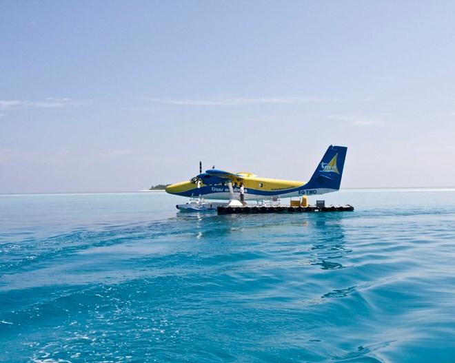 Гидросамолет - один из способов добраться до острова