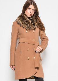 zimowy kaszmirowy płaszcz z futrzanym kołnierzem5