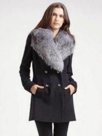 Zimowy wełniany płaszcz z futerkowym kołnierzem8
